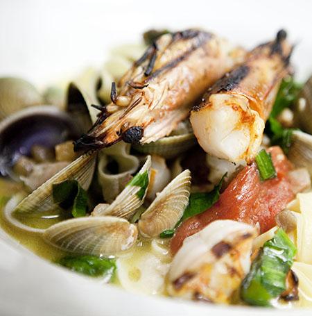 b_0697_seafoodhalf